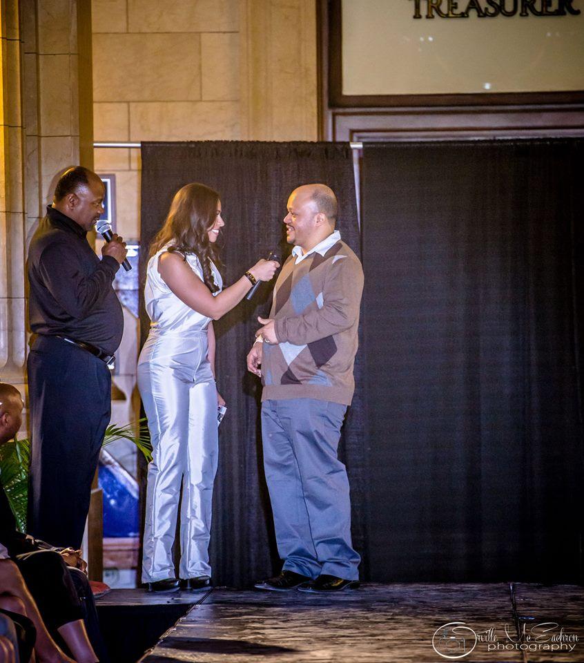 Richard Scoot y Angelica Campos entrevistando a Jonathan Anderson