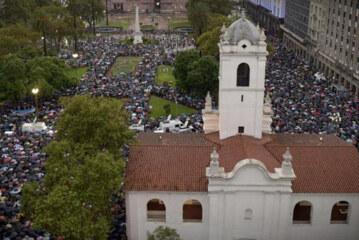 """Piden el arresto de la Presidente Argentina por encubrir un atentado terrorista-  """"Argentina standing up for justice """""""