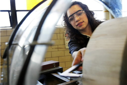 Acuerdo pone a los estudiantes Max Hayes en el camino para el aprendizaje en  la industria de la construcción